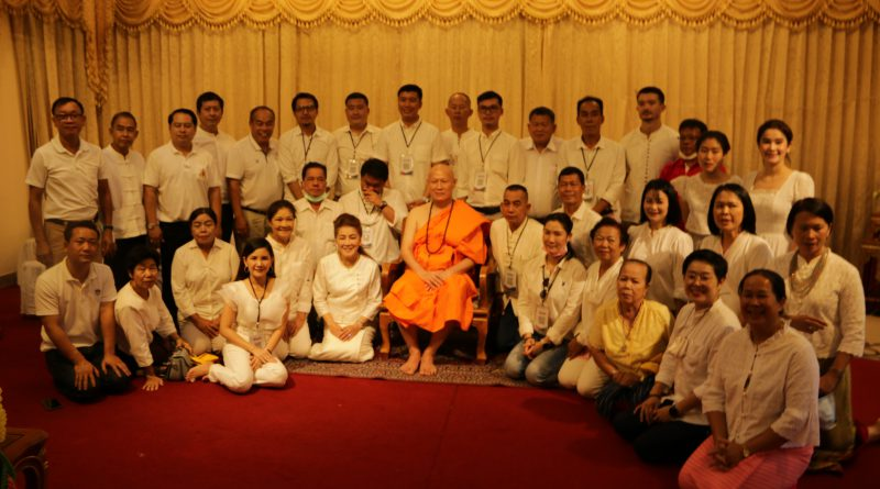 """ส.ว.ก๊อง""เข้าพิธีอุปสมบทที่วัดพระสิงห์วรมหาวิหาร"